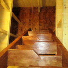 Удобная лестница для спуска и подъема в погреб ТОРТИЛА